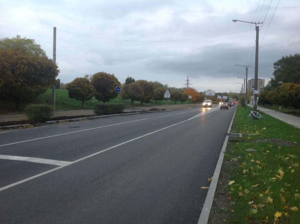 В Івано-Франківську на вулиці Набережна нанесли дорожню розмітку