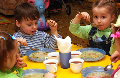У Франківських дитсадках і школах діти учасників АТО безкоштовно харчуватимуться до кінця 2015 року