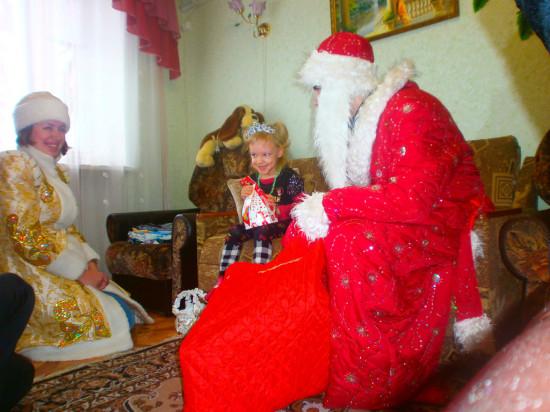 В Івано-Франківську у школах та садочках хочуть відмінити Діда Мороза та Снігуроньку