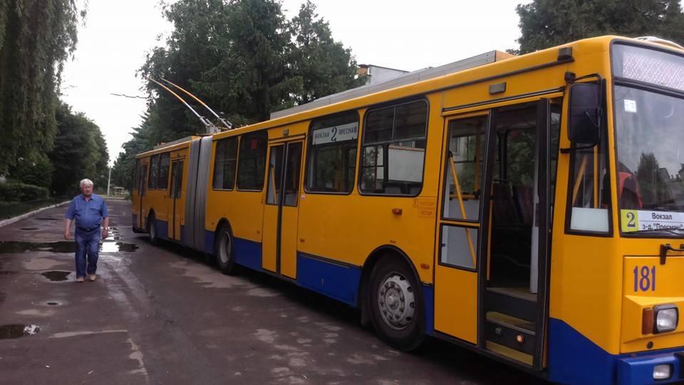 У Франківську новий тролейбус виявився непридатним для людей з інвалідністю. Смушак пообіцяв розібратися