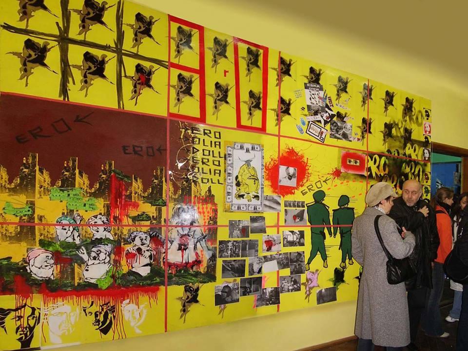Франківський художник обурений, що його роботами позатикали дірки музею (фото, відео)