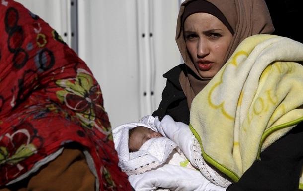 Понад 700 сирійських біженців прибули вже до Канади