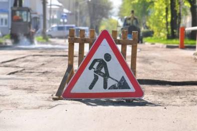 На вулиці Кривій в Івано-Франківську облаштовують міжбудинкову територію