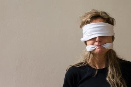 Араби, в квартирі яких знайшли неповнолітніх франківчанок кажуть, що не ґвалтували їх