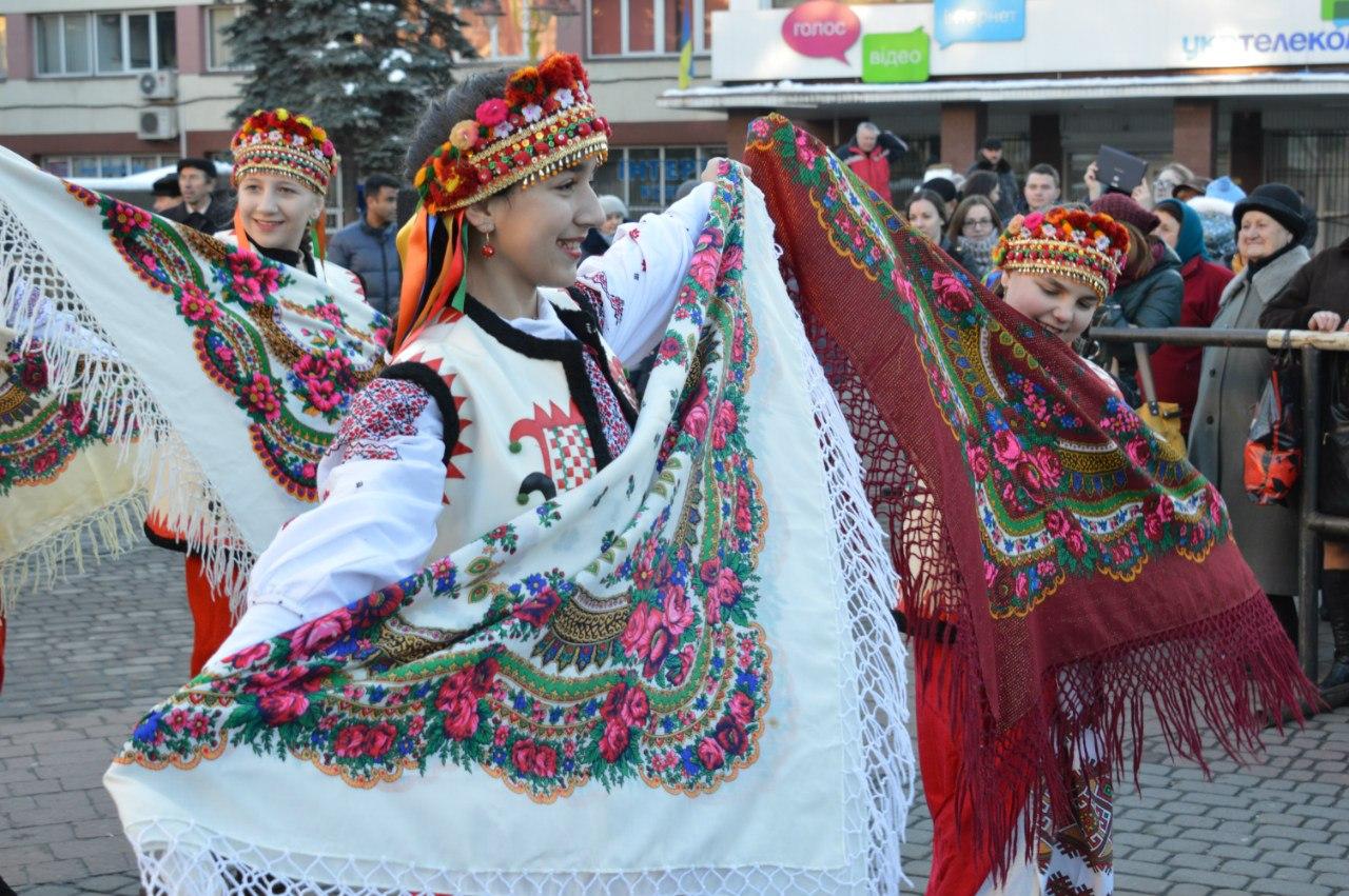 Театралізованим дійством, піснями і танцями у Франківську стартував Новорічно-Різдвяний Фестиваль