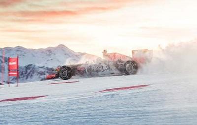 Пілот команди Формули-1 проїхав на боліді Red Bull по гірськолижній трасі