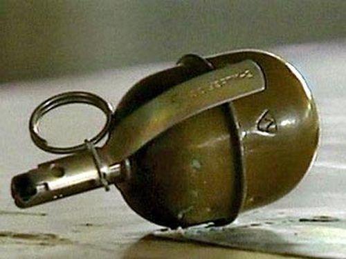 На Прикарпатті поліція затримала чоловіка з гранатою у кишені