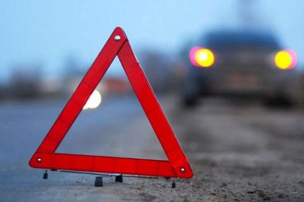 ДТП в Івано-Франкіську: іномарка в'їхала в будинок, троє постраждалих