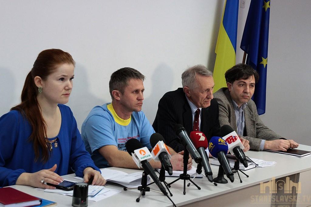 Працівники управління молоді і спорту Івано-Франківської ОДА борються за своє місце