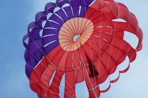 Прикарпатець розбився, стрибаючи з парашутом