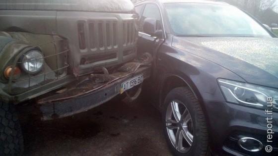 Аварія у Франківську: через відмову гальм вантажівка протаранила позашляховик (фото)