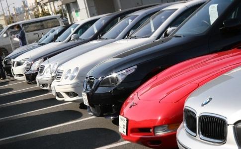 Яценюк хоче скасувати мито на імпорт старих авто