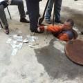 У Києві чиновник викинув у каналізацію 39 тисяч гривень