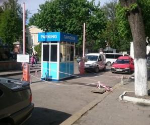На вулиці Старозамковій перекрито рух. Там завершується облаштування паркувальної зони