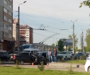 На Івасюка не розминулися дві автівки (ФОТО)