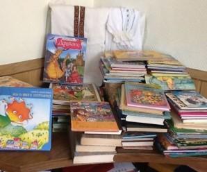 Франківські волонтери збирають українські книжки і вишиванки для дітей у прифронтову зону