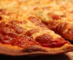 В Італії суд дозволив чоловікові виплачувати аліменти піцою
