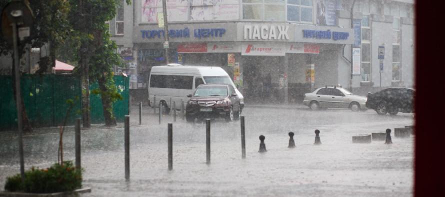 Grad-pogoda-shtormove-shtorm-doshh-zliva-3210-890x395