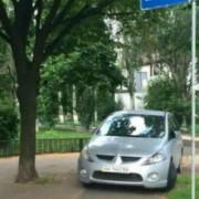 """У Києві водій мінівену став переможцем конкурсу """"Паркуюсь, як мудак"""""""