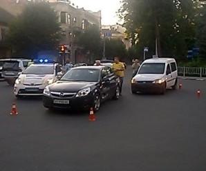На перехресті Василіянок – Грушевського – Грюнвальдська у Франківську зіткнулися легковики. ФОТО