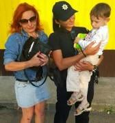 Патрульні знайшли та повернули втрачені речі жінці з дитиною
