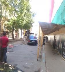В Івано-Франківську патрульні евакуювали нічийну автівку