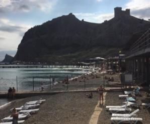 У соцмережах з'явилися нові фото «переповнених» пляжів Криму