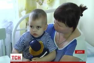 Українські медики врятували 2-річного хлопчика, який випав із вікна в Авдіївці