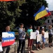 У Москві радикали напали на учасників пікету проти війни в Україні