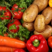 На українських ринках – обвал цін на овочі