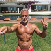 Цей 50-річний красень зведе з розуму будь-кого: а як він танцює!