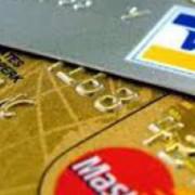 Банки повертатимуть українцям вкрадені з платіжних карток гроші.