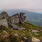 Вухатий Камінь у Карпатах зняли з висоти пташиного польоту. Захоплююче ВІДЕО