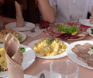 Ресторанам, в яких на Франківщині отруїлося понад півсотні гостей, рекомендують тимчасово припинити роботу