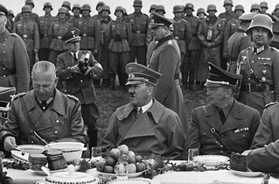 1098-Hitler