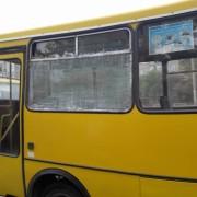 Небезпечні перевезення: Франківськом курсує маршрутка із розбитим склом (фото)
