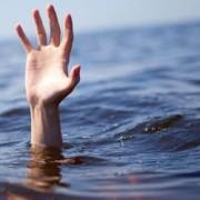 Прикарпатські рибалки витягли з Дністра потопельника