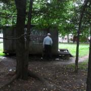 У дворі на «БАМі» безхатьки облаштували халабуду