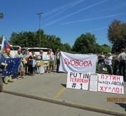 """У Словенії Путіну влаштували зустріч із плакатами """"терорист №1"""""""