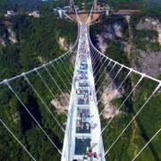 У Китаї відкрили найдовший і найвищий скляний міст