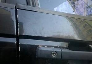 """В одному із дворів обласного центру невідомі обікрали автомобіль """"Фольксаваген Пасат"""" (фото)"""