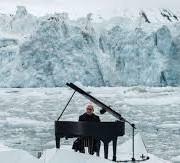 Відомий піаніст грає біля льодовика – це справді захоплююче! (відео)