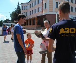 """Активісти цивільного корпусу """"Азову"""" провели інформаційну роботу з мешканцями Бурштина (фото)"""