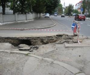"""Франківські комунальники забувають прибрати """"наслідки"""" своїх ремонтів (фото)"""