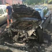 У мережі з'явились світлини згорілих біля Калуського відділення поліції автомобілів (фото).