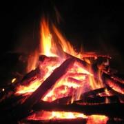 На Рогатинщині поблизу вогнища виявили тіло жінки