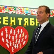 Медведєв порадив збіднілим вчителям змінити роботу