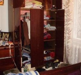 Жителька Івано-Франківська застала в кімнаті злодійку з Закарпаття, що пролізла через вікно (ФОТО)