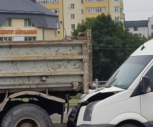 В районі Пасічнянського мосту – кілька ДТП і ранковий транспортний колапс (ФОТО)