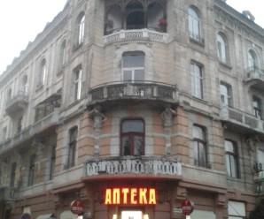 В центрі Івано-Франківська обвалився старовинний будинок (фото)